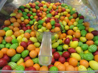 fruit candy, bulk, with scoop